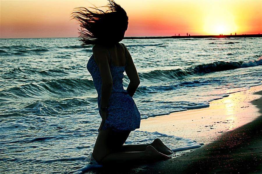 Брюнетка на море на аву фото с айфона