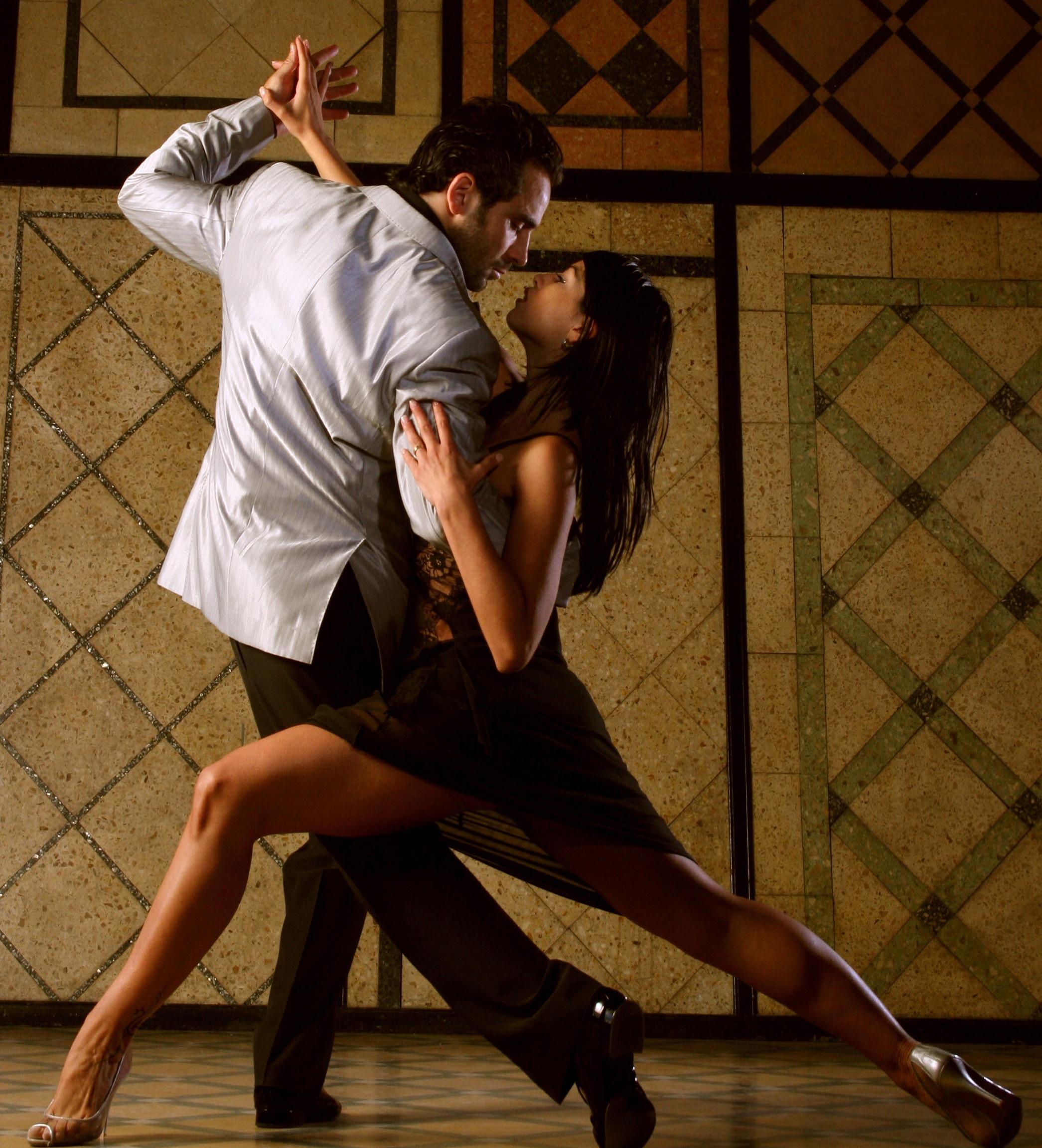 Легкая эротика танец двух тел видео