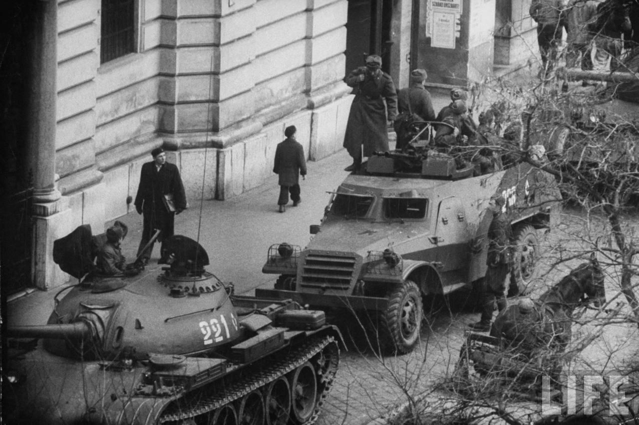 ввод советских войск в венгрию фото этими представителями