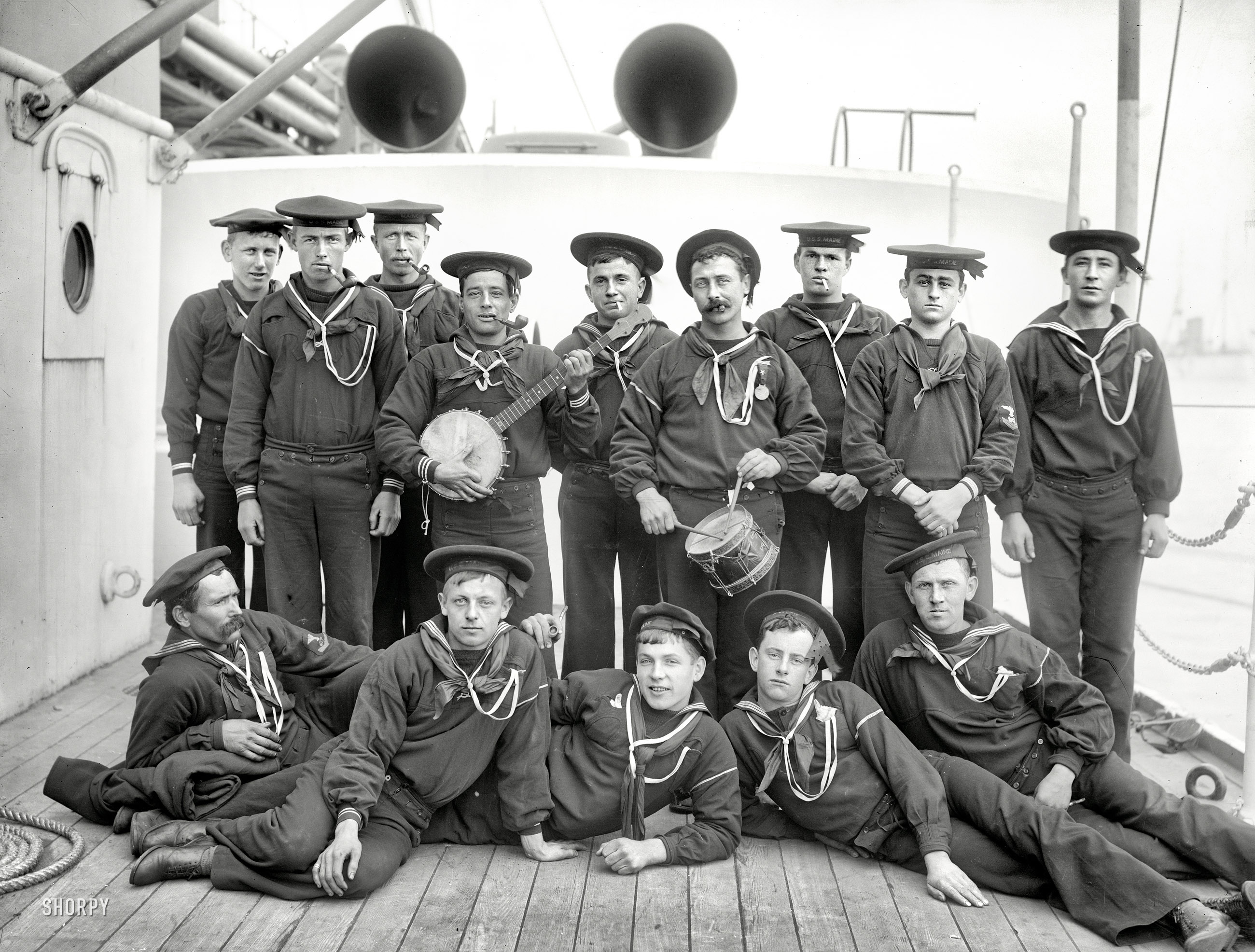 черно белые фото моряков программа